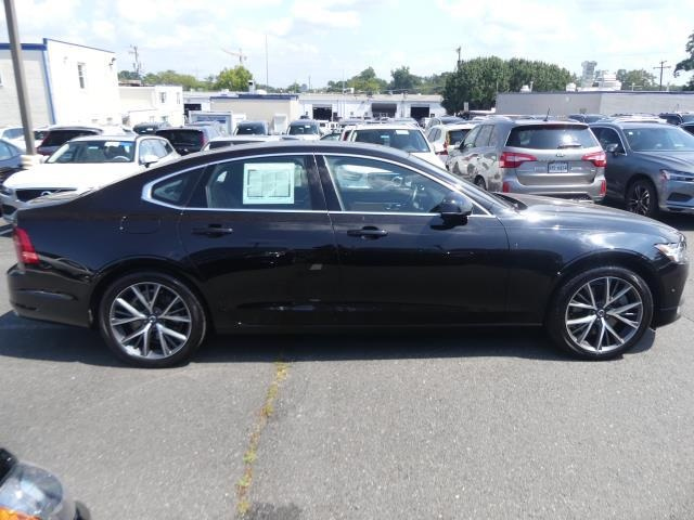 Certified Pre-Owned 2017 Volvo S90 T6 Momentum