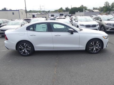 Pre-Owned 2020 Volvo S60 T6 R-Design With Navigation & AWD